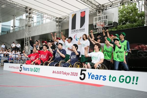 More than 1,000 fans turned out to get involved in a wheelchair basketball event held to mark five years until the 2020 Paralympic Games begin in Tokyo ©Tokyo 2020