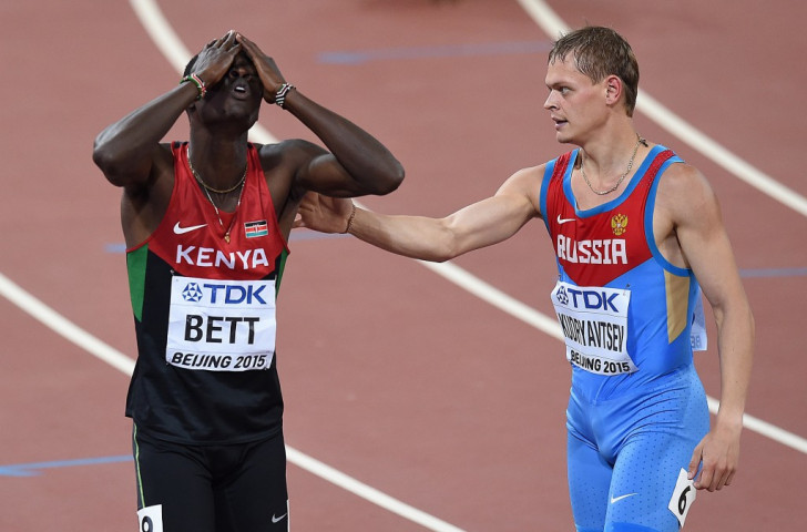 Nicholas Bett cannot believe he has just won the world 400m title for Kenya from the outside lane - Russia's Denis Kudryavtsev congratulates him ©Getty Images