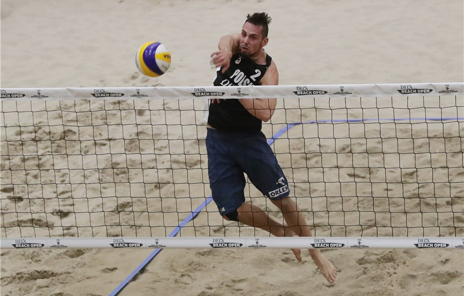 Bartosz Losiak, pictured, and Piotr Kantor qualified for tomorrow's semi finals at The Hague ©FIVB