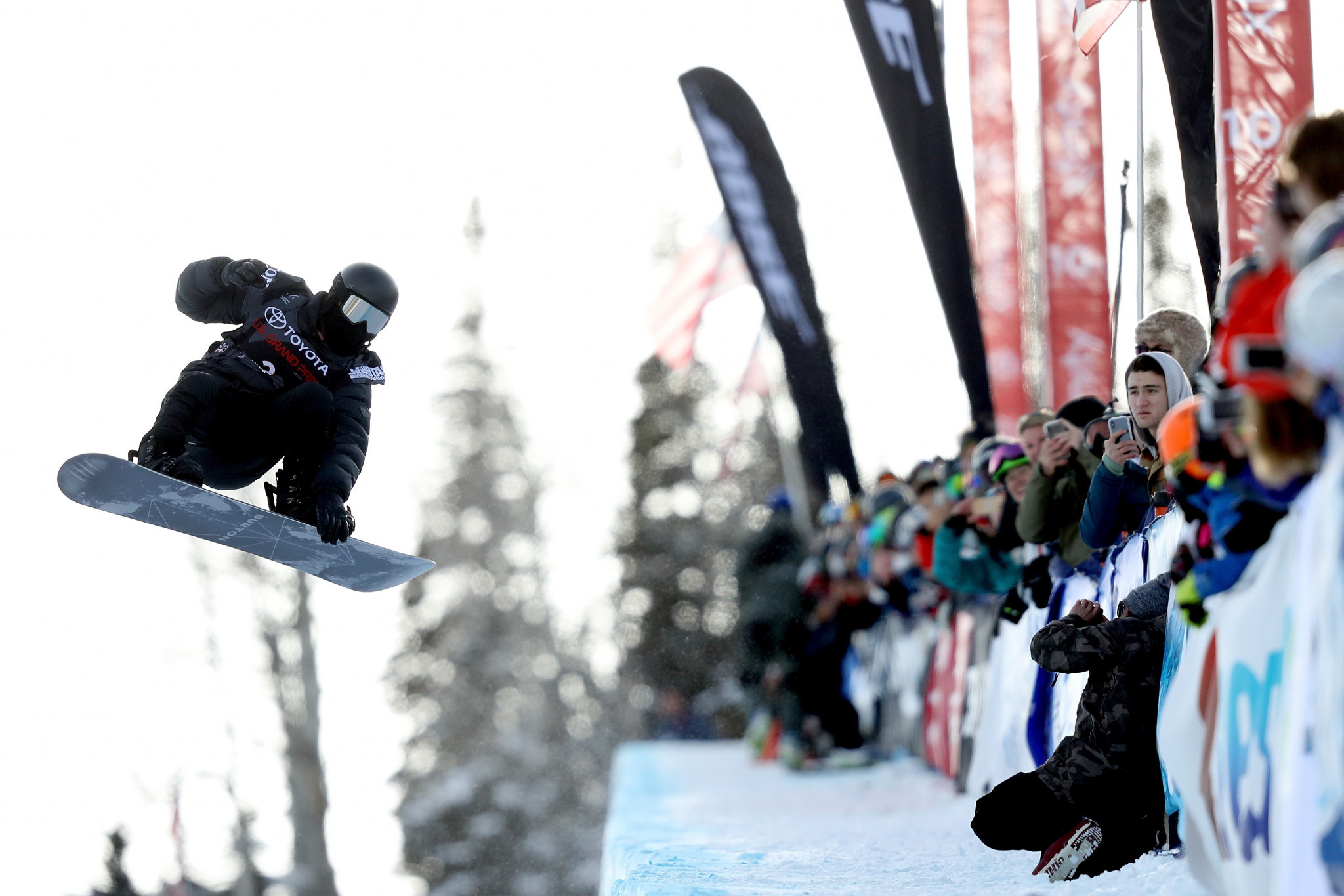 White posts perfect score to triumph at FIS Snowboard World Cup and secure Pyeongchang 2018 berth