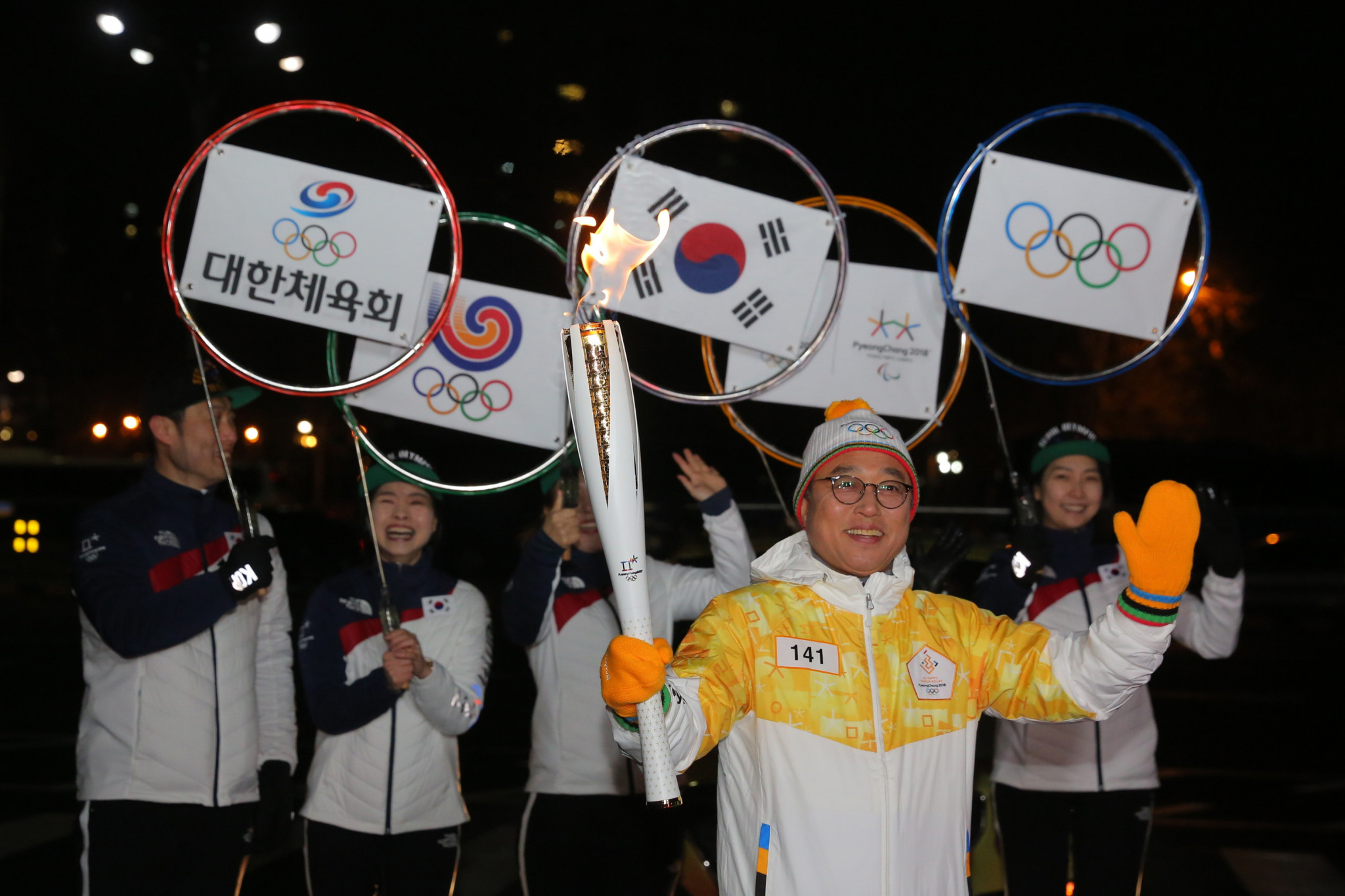 Pyeongchang 2018 Torch Relay continues journey in Seoul and prepares to head for border