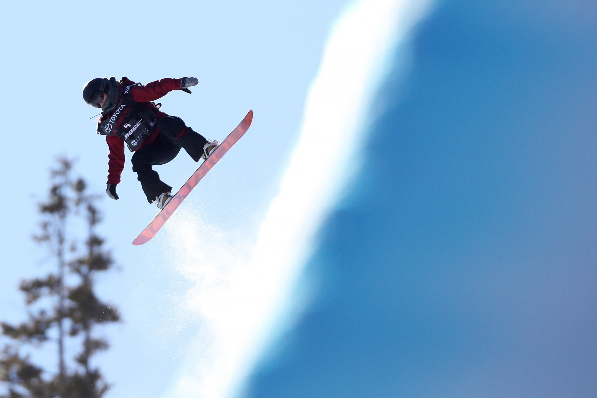 China star in halfpipe qualifying at Snowboard World Cup in Laax