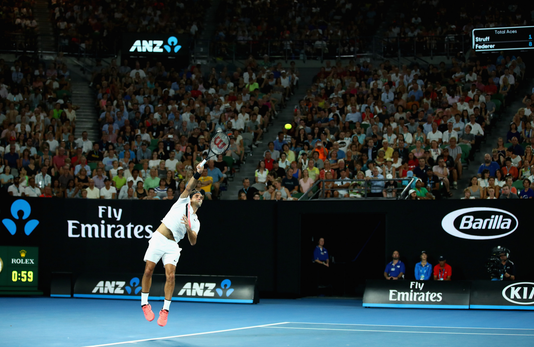 Federer and Halep win on day four of Australian Open