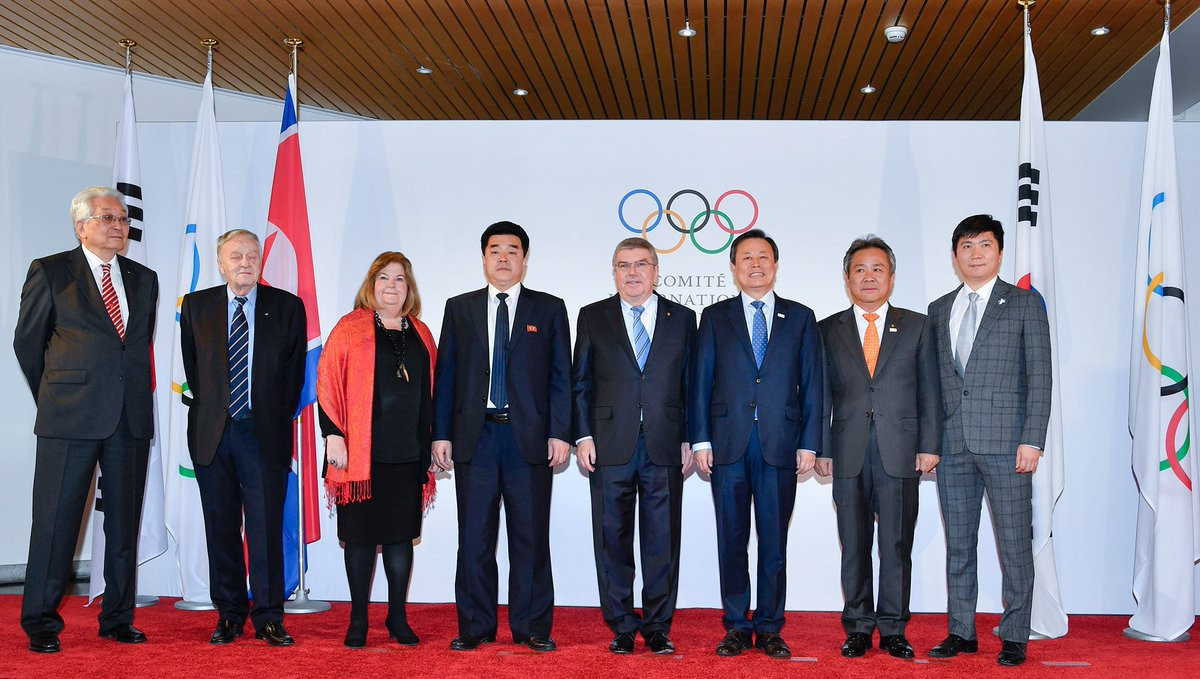 Delegations from the IOC, Pyeongchang 2018 and North and South Korea pose before the meeting today ©IOC