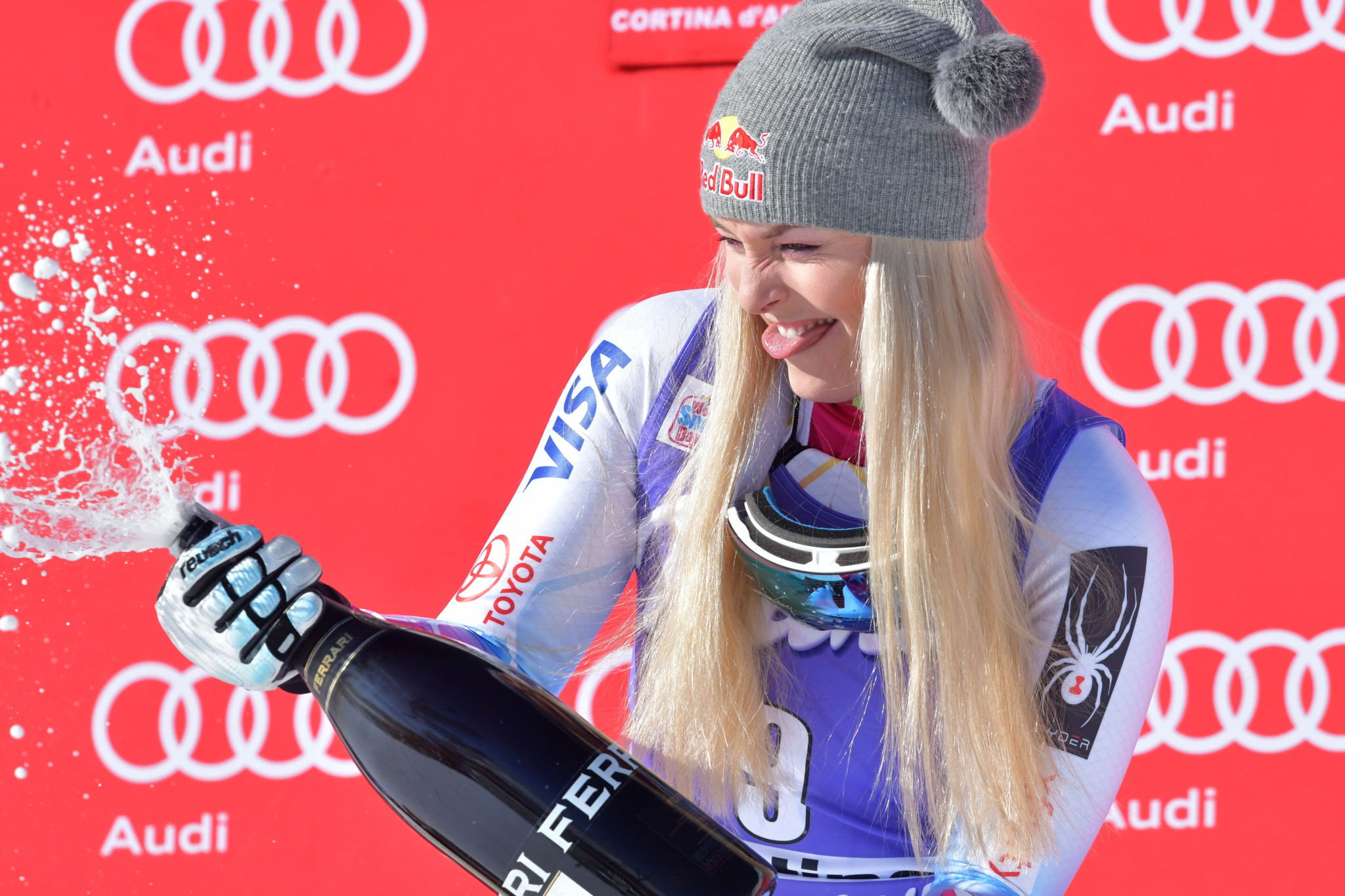 Vonn wins FIS Alpine World Cup for 12th time at Cortina d'Ampezzo but shock first-time champion at Kitzbühel