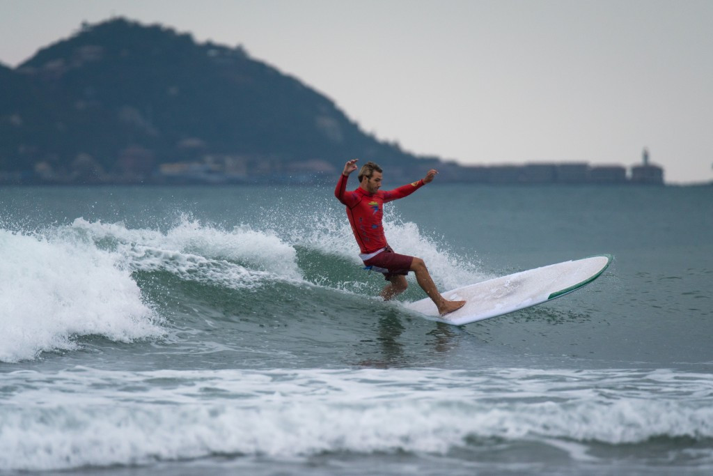 Qualifying begins at World Longboard Surfing Championships