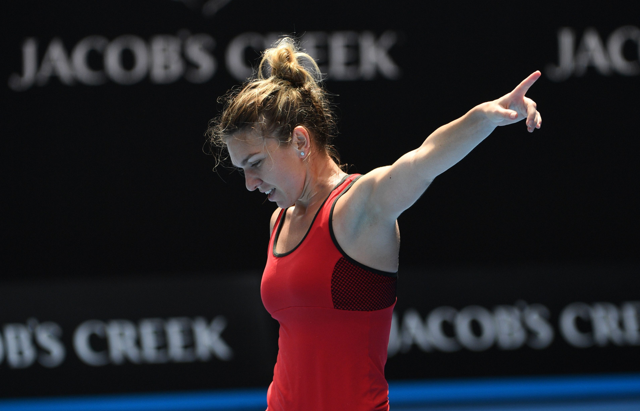 Halep and Kerber win in contrasting styles at Australian Open