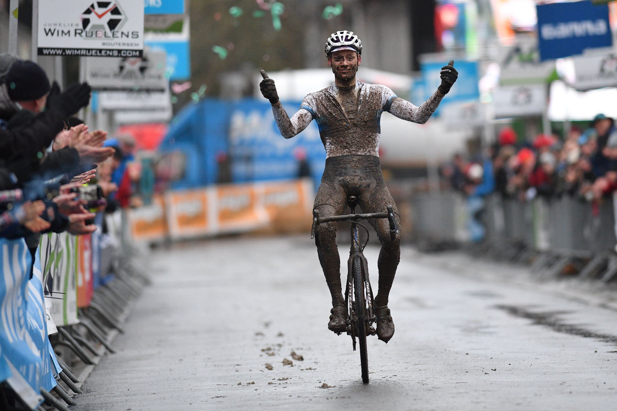 Van der Poel continues UCI Cyclo-Cross World Cup success in France