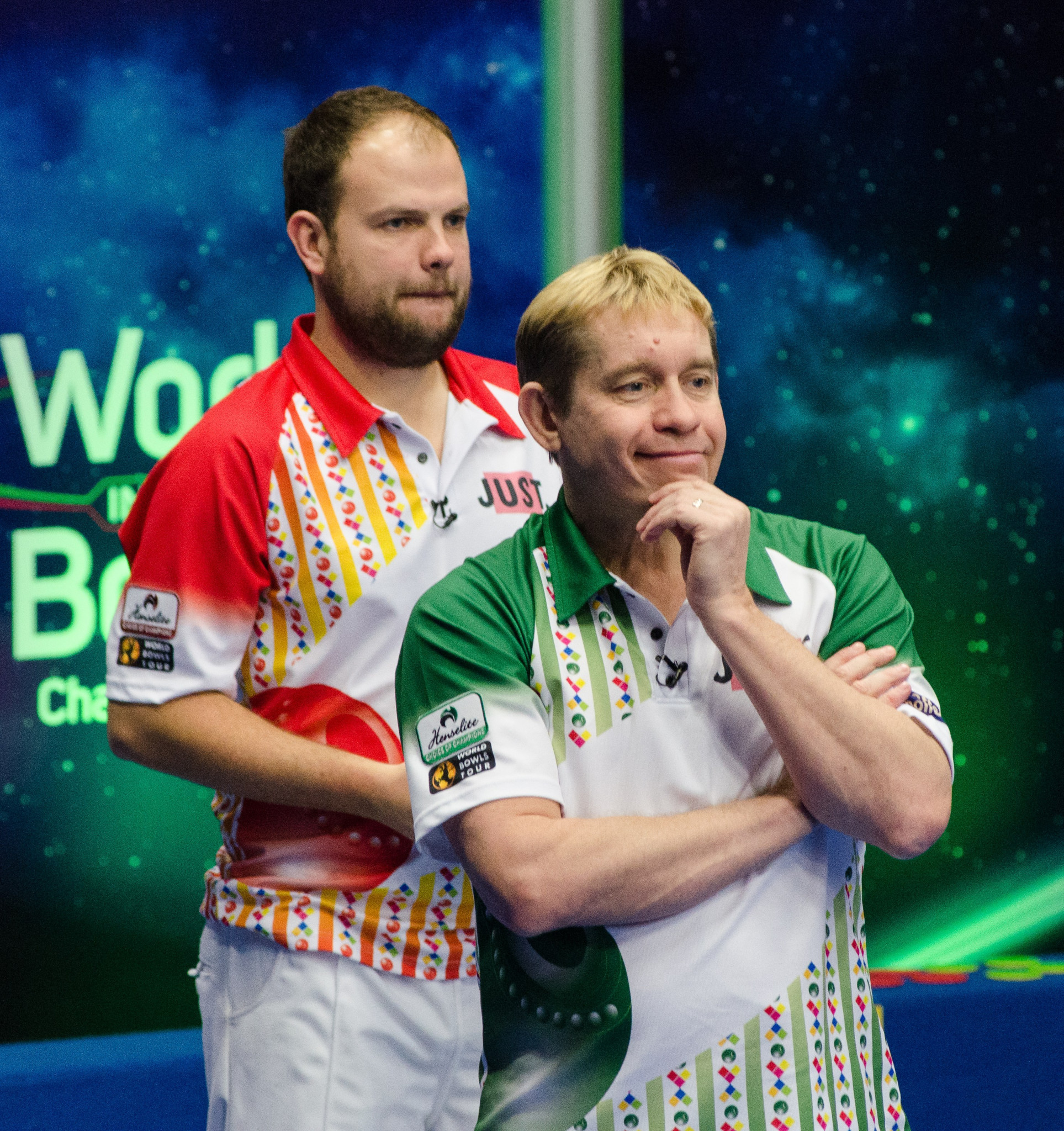 The men's pairs final saw Glasgow 2014 silver medallist face Jamie Chestney, in red, face world number one Greg Harlow, in green ©World Bowls Tour