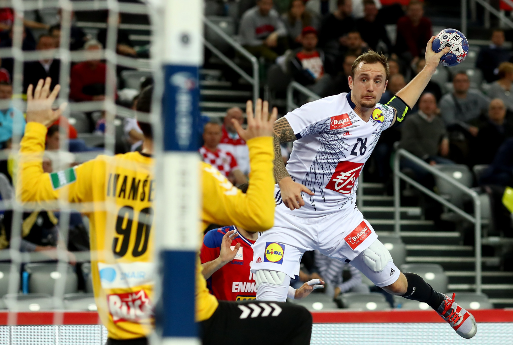 France and Sweden boost semi-final hopes at European Men's Handball Championship