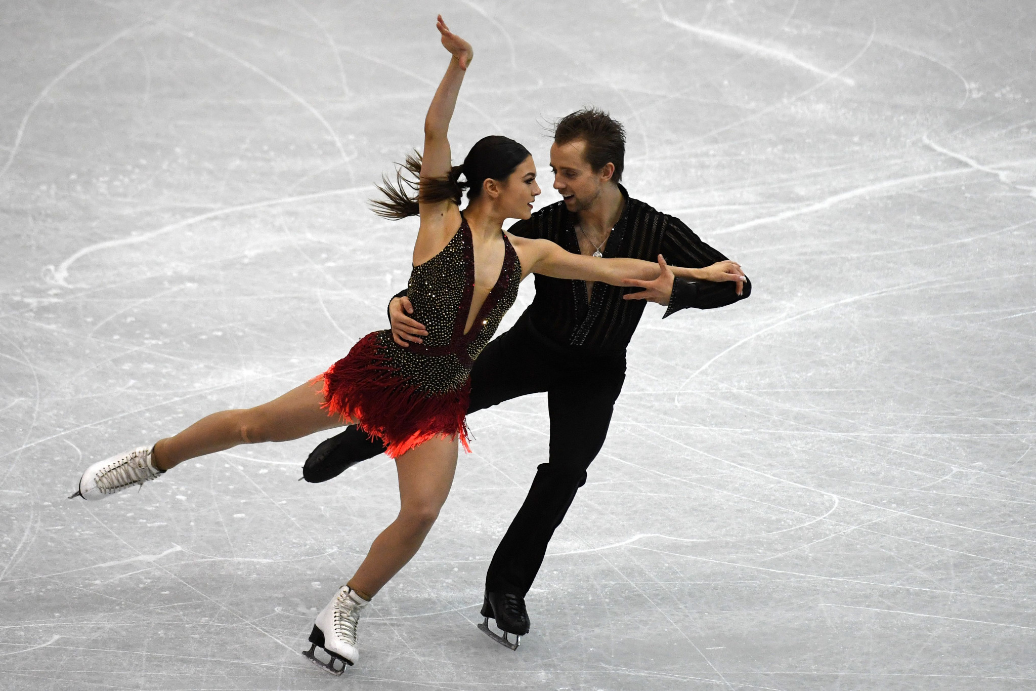 Kaitlin Hawayek and Jean-Luc Baker won today's short dance event ©Getty Images