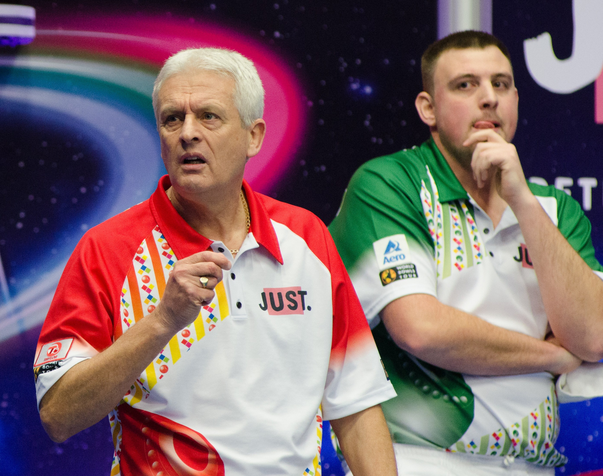 Wildcard entry Wayne Willgress, right, stunned world number one Greg Harlow to reach the semi-finals ©World Bowls Tour