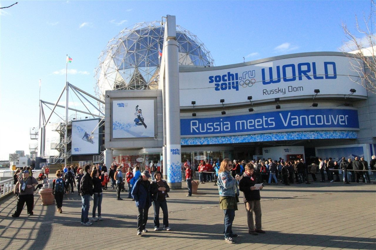 Crowds queued up to two-and-a-half hours to visit Sochi 2014 during Vancouver 2010 ©Getty Images