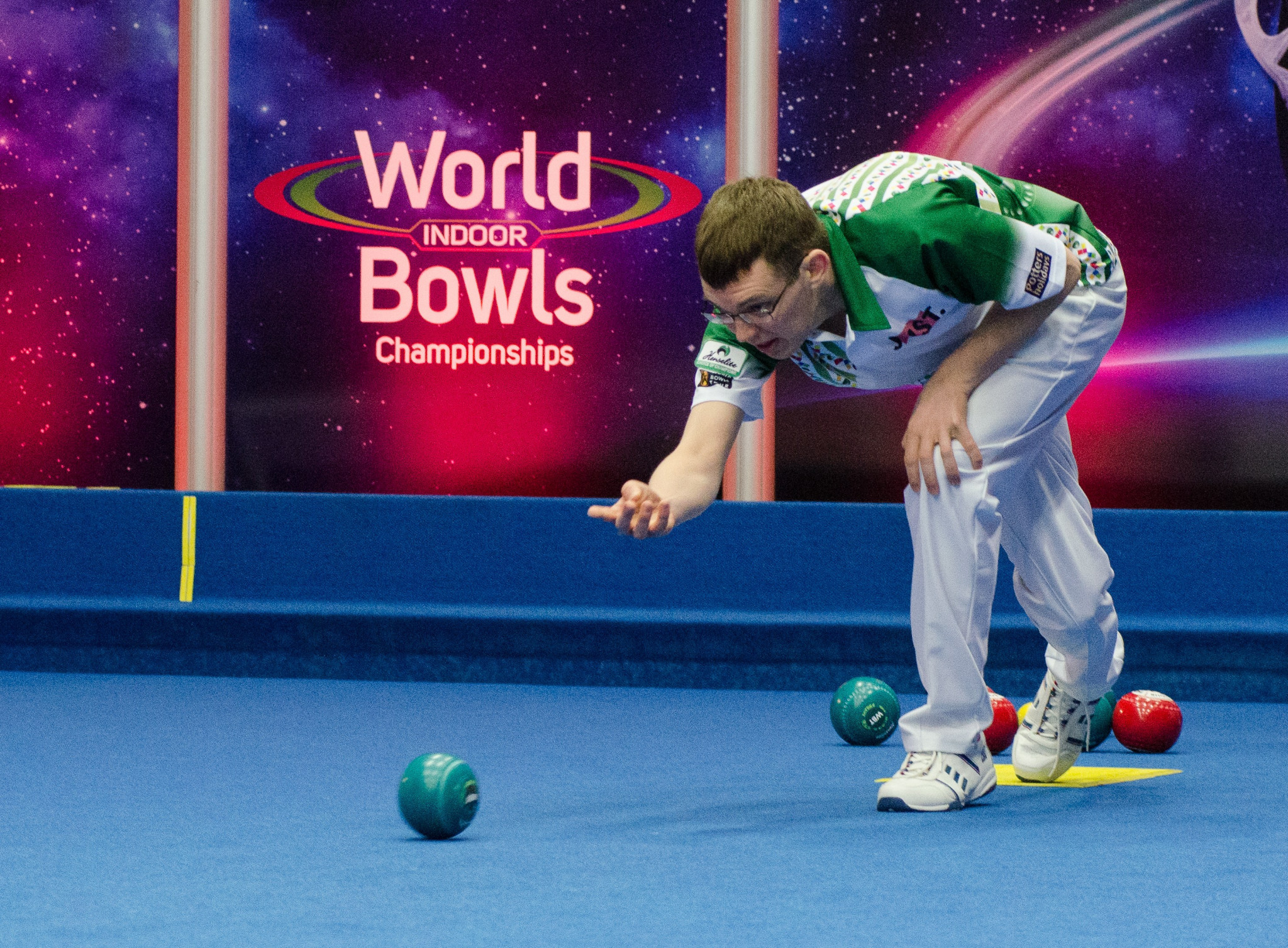 England's Mark Dawes beat Scotland's Darren Burnett in the first of the men's singles semi-finals at the World Indoor Bowls Championships in Great Yarmouth ©WorldBowlsTour