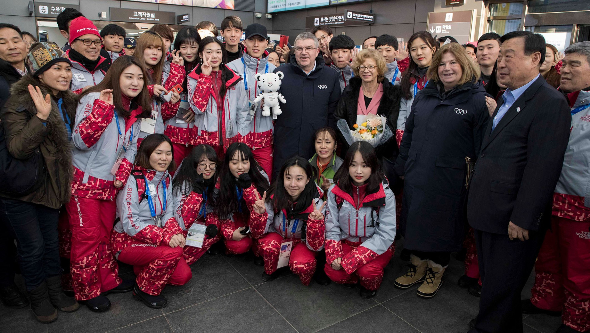 Bach discusses joint Korean ice hockey team after arriving in Pyeongchang