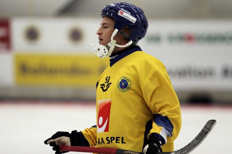 Christoffer Edlund scored a hat-trick as Sweden booked their place in the final ©Finnish Bandy