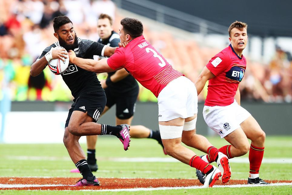 Hosts New Zealand among unbeaten teams through to quarter-finals at World Rugby Sevens Series event