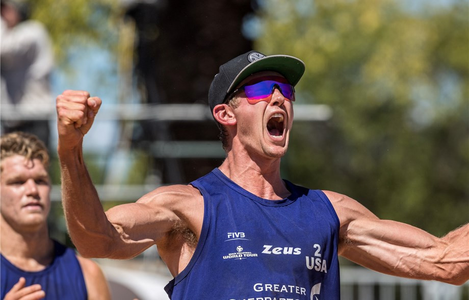 Chase Frishman, background, and James Avery Drost, foreground, caused a huge upset in the final of the FIVB Beach Volleyball World Tour ©FIVB
