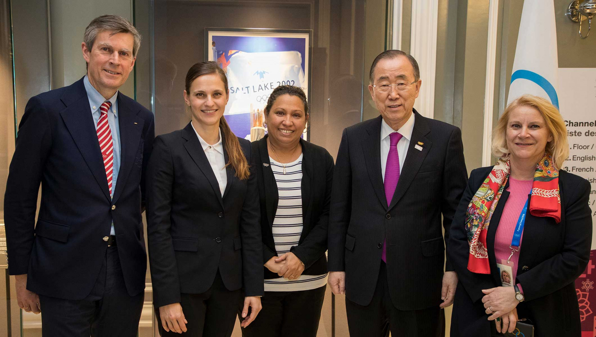 Newly elected embers of the IOC Ethics Commission pose with the panel's chair, Ban Ki-moon ©Getty Images