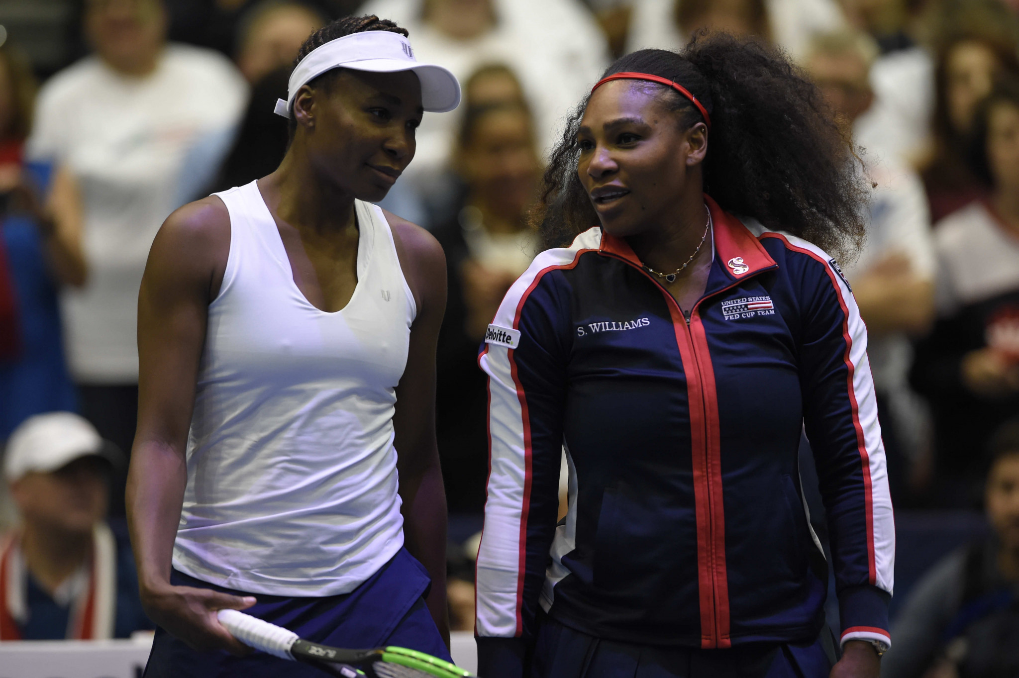 Venus Williams secures US Fed Cup win and Serena makes her return