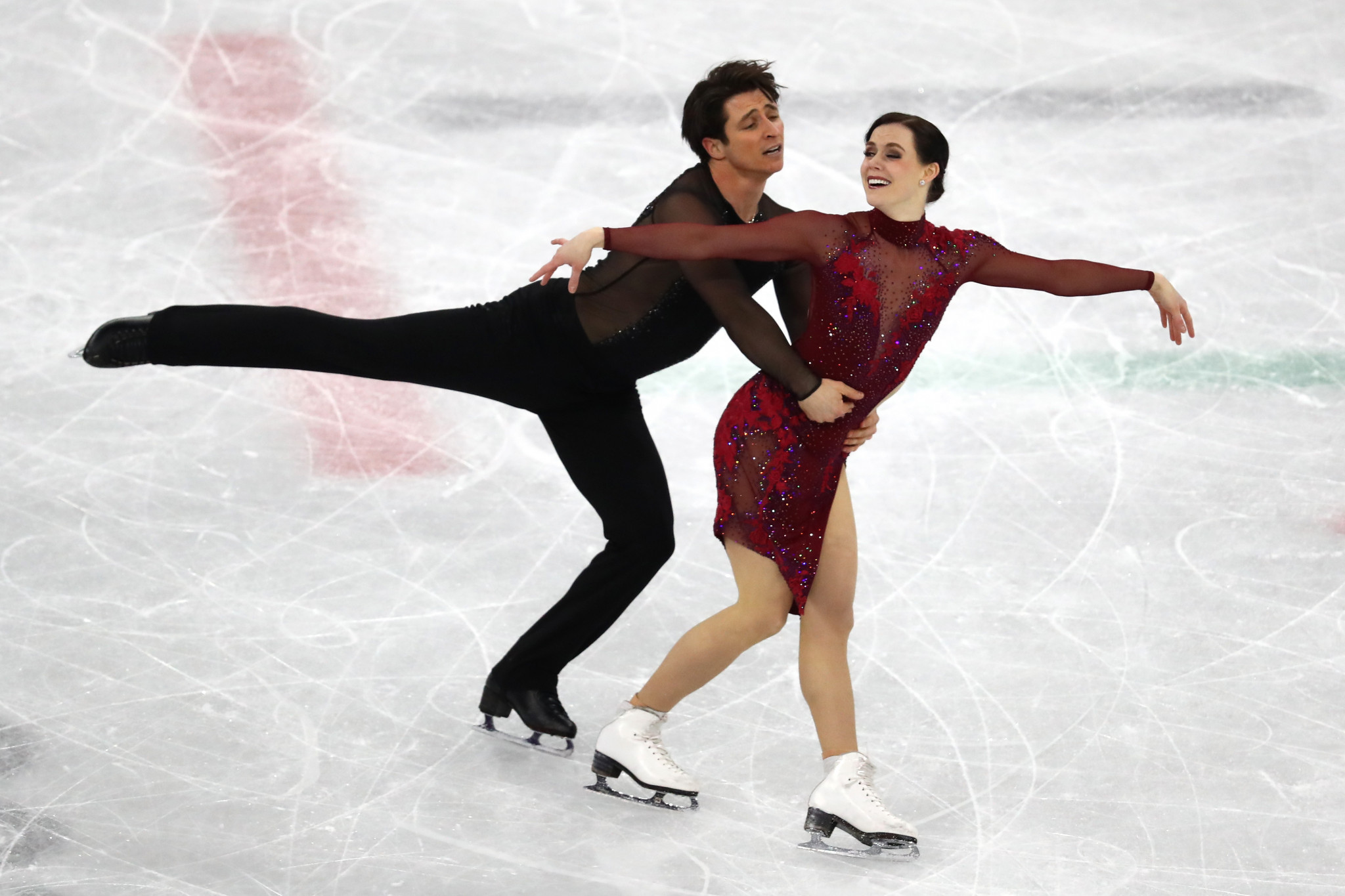 Scott Moir and Tessa Virtue completed the team event in style ©Getty Images