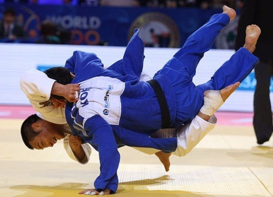 South Korea and Japan clashed in the men's team competition final ©IJF