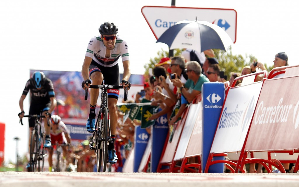 Dumoulin prevails as Froome fights back on another thrilling day at Vuelta a España