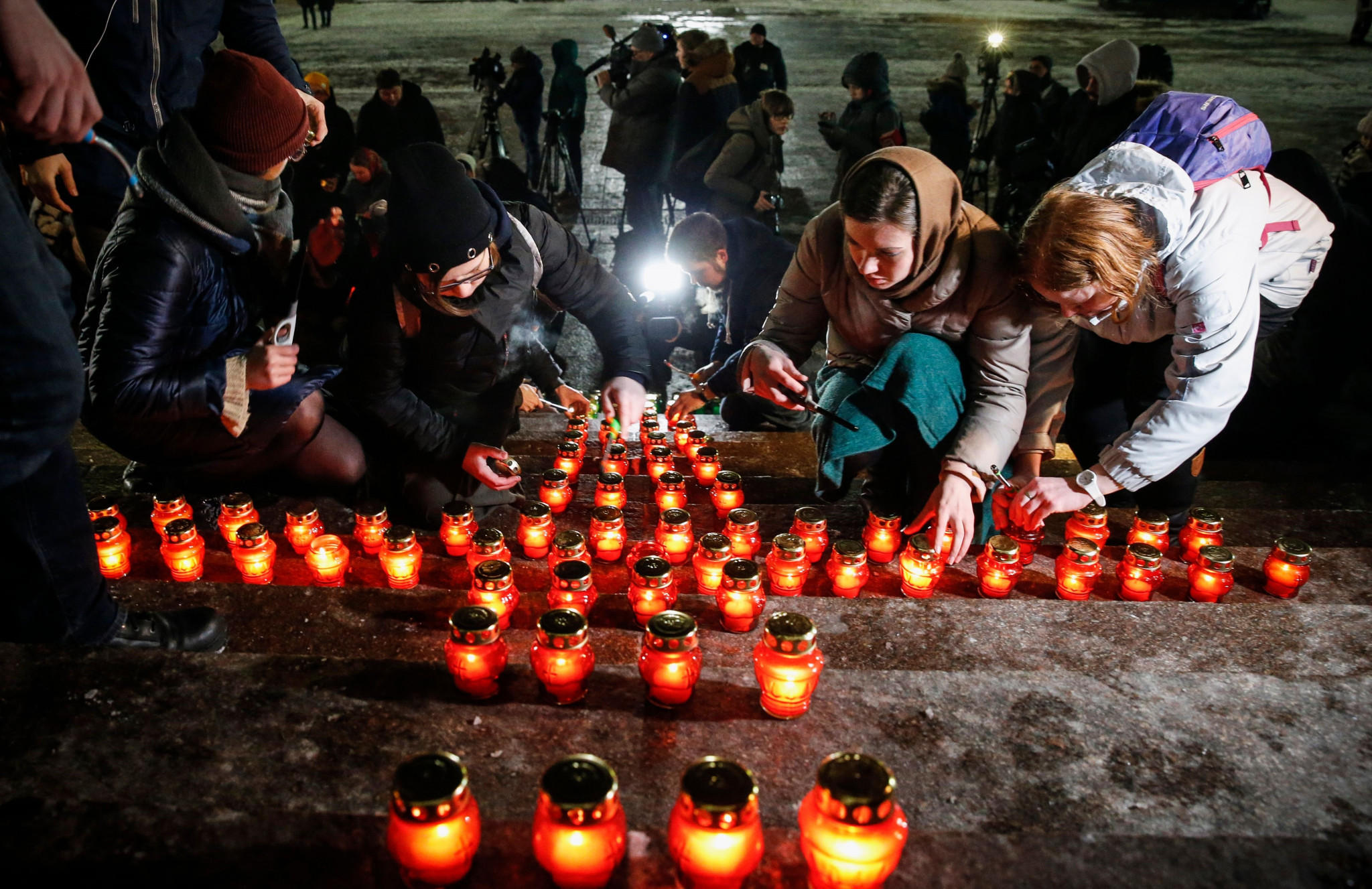 Members of the public place candles in front of the Cathedral of Christ the Saviour in Moscow ©Getty Images