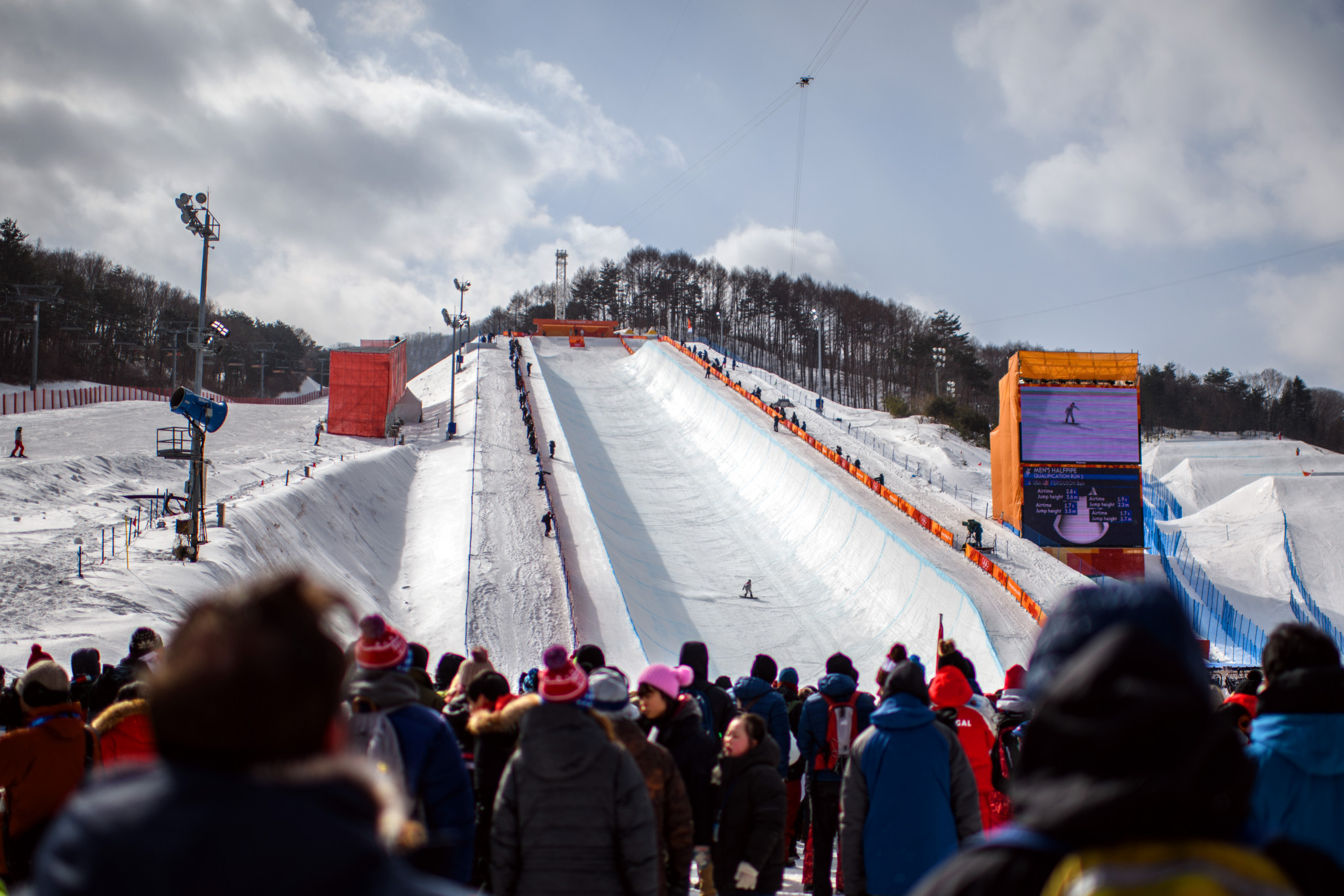 Crowds watch on during men's halfpipe qualifying ©Getty Images