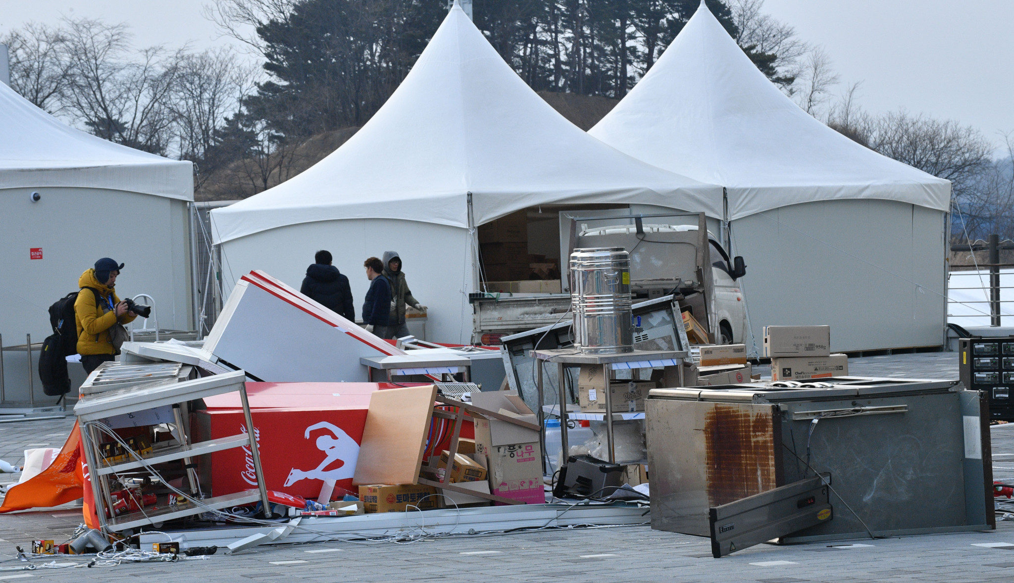 Pyeongchang 2018 close Gangneung Olympic Park as strong winds lead to safety fears