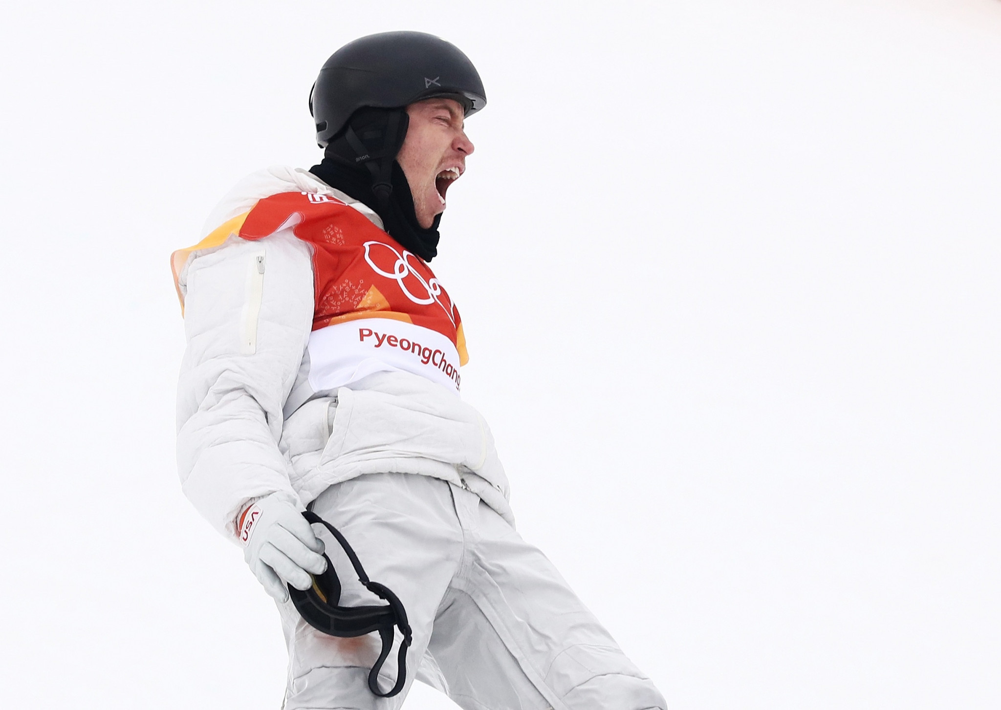 Shaun White celebrates after holding his nerve to win gold ©Getty Images