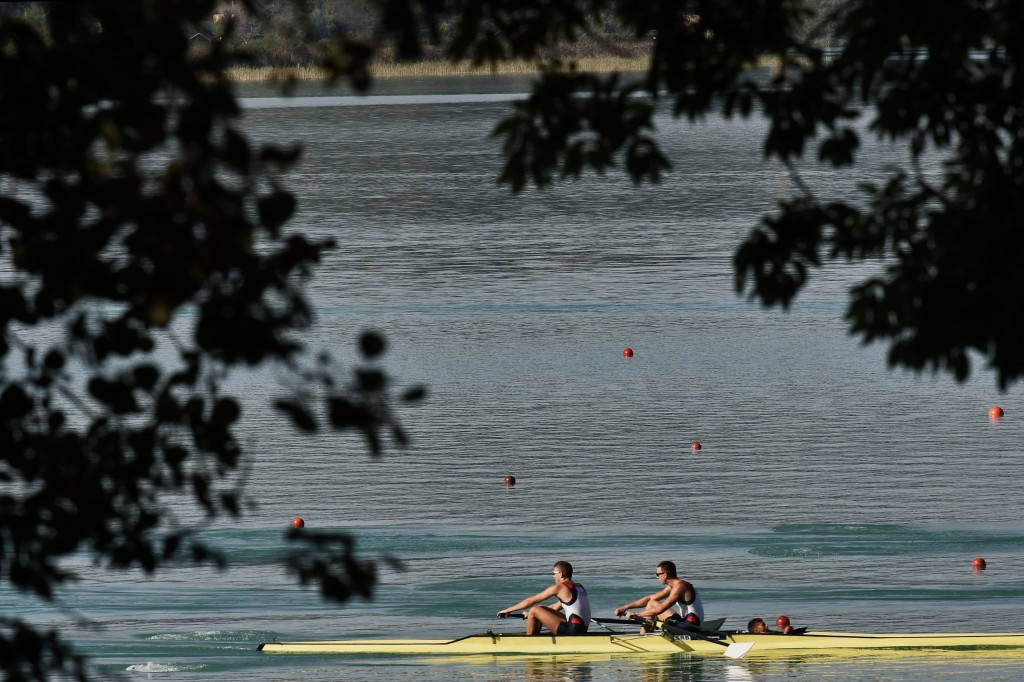 Action from the lightweight men's pairs in Aiguebelette today
