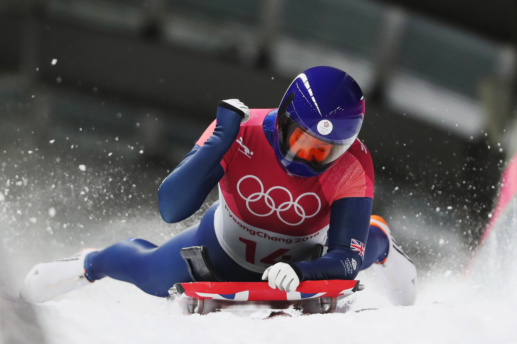 Lizzy Yarnold celebrates her unexpected skeleton title defence ©Getty Images