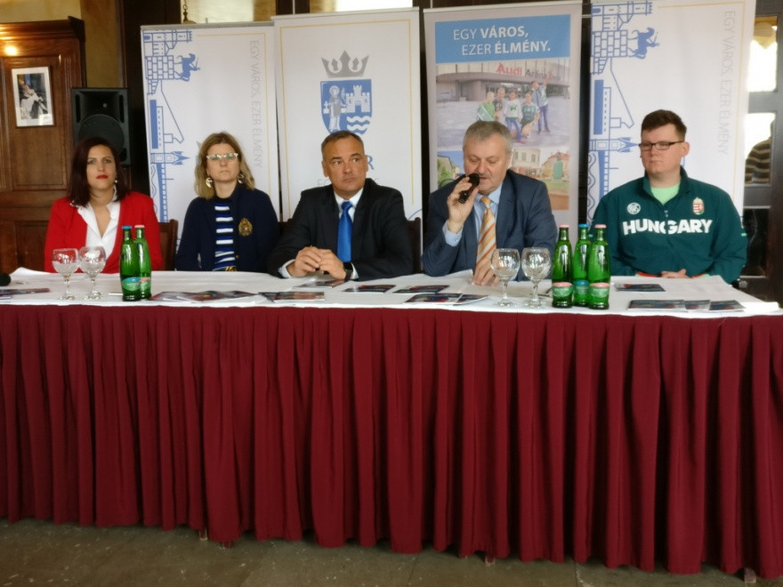Györ Mayor Zsolt Borkai welcomed the European Shooting Confederation back to the city ©ESC