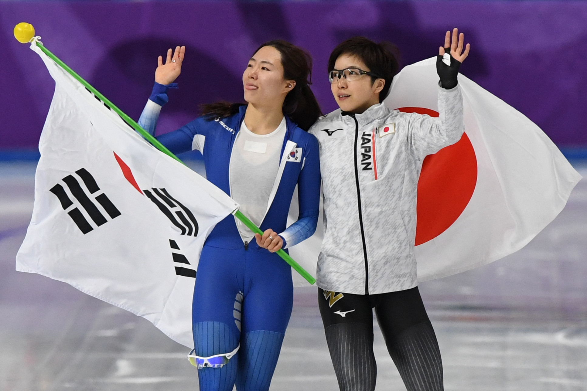 Japan's Nao Kodaira and South Korea's Lee Sang-hwa pose together after the 500m competition ©Getty Images