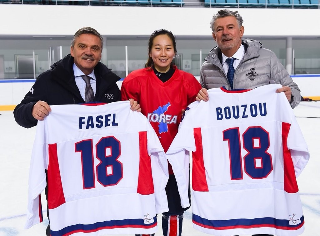 Peace and Sport and IIHF bring together unified Korean women's ice hockey team for #WhiteCard photo