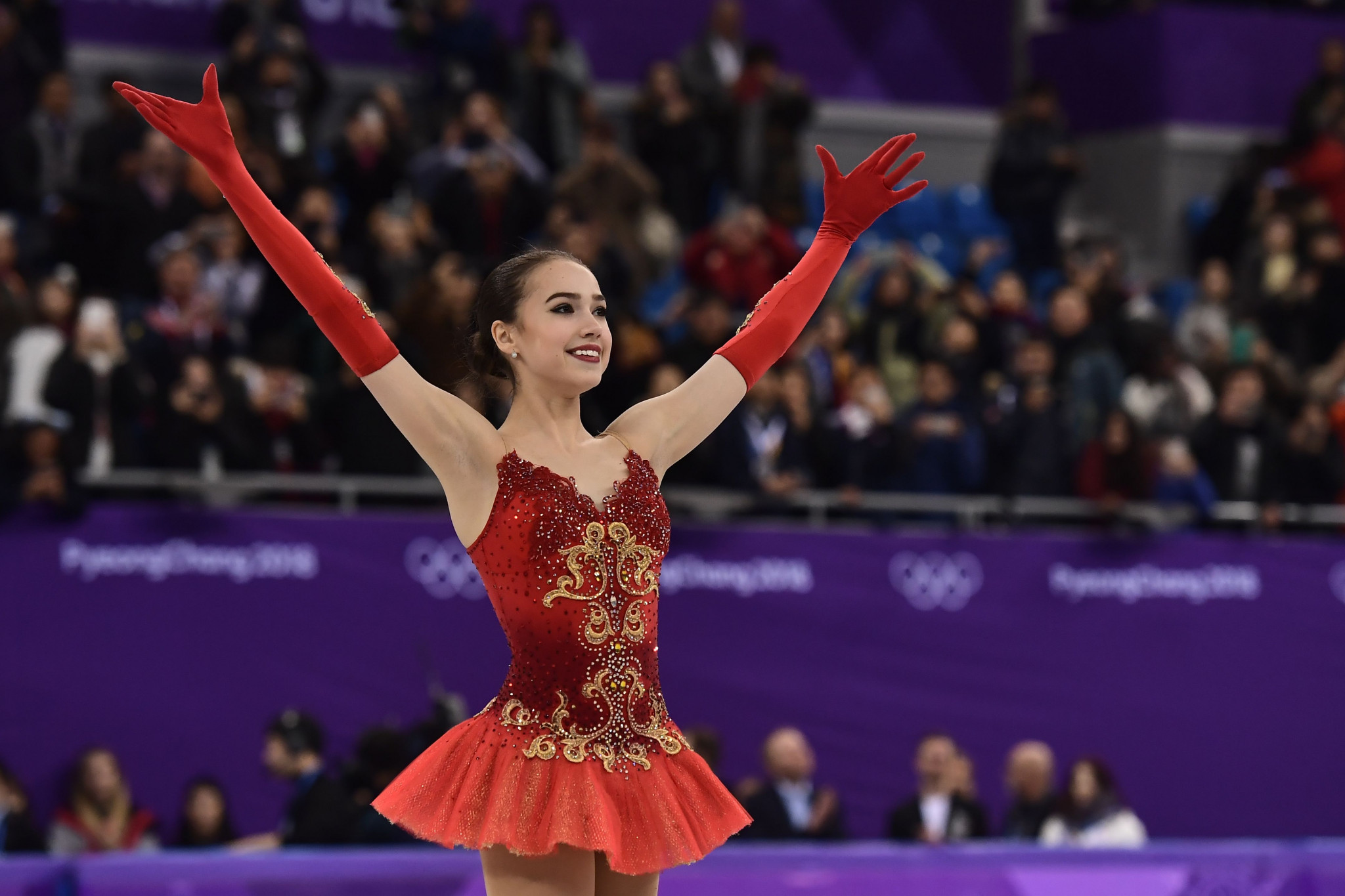 Aline Zagitova, 15, celebrates a gold medal for the OAR ©Getty Images