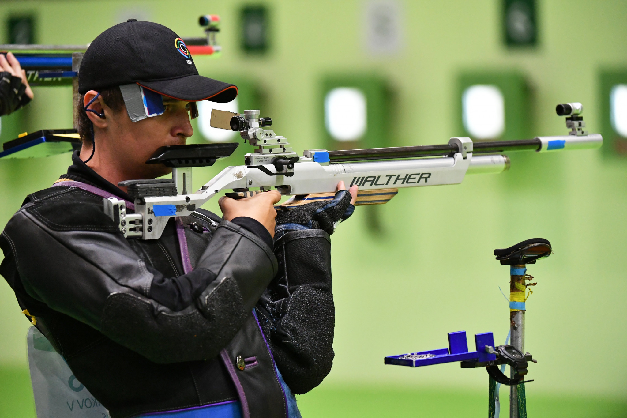 Vladimir Maslennikov defended his men's 10m air rifle title ©Getty Images