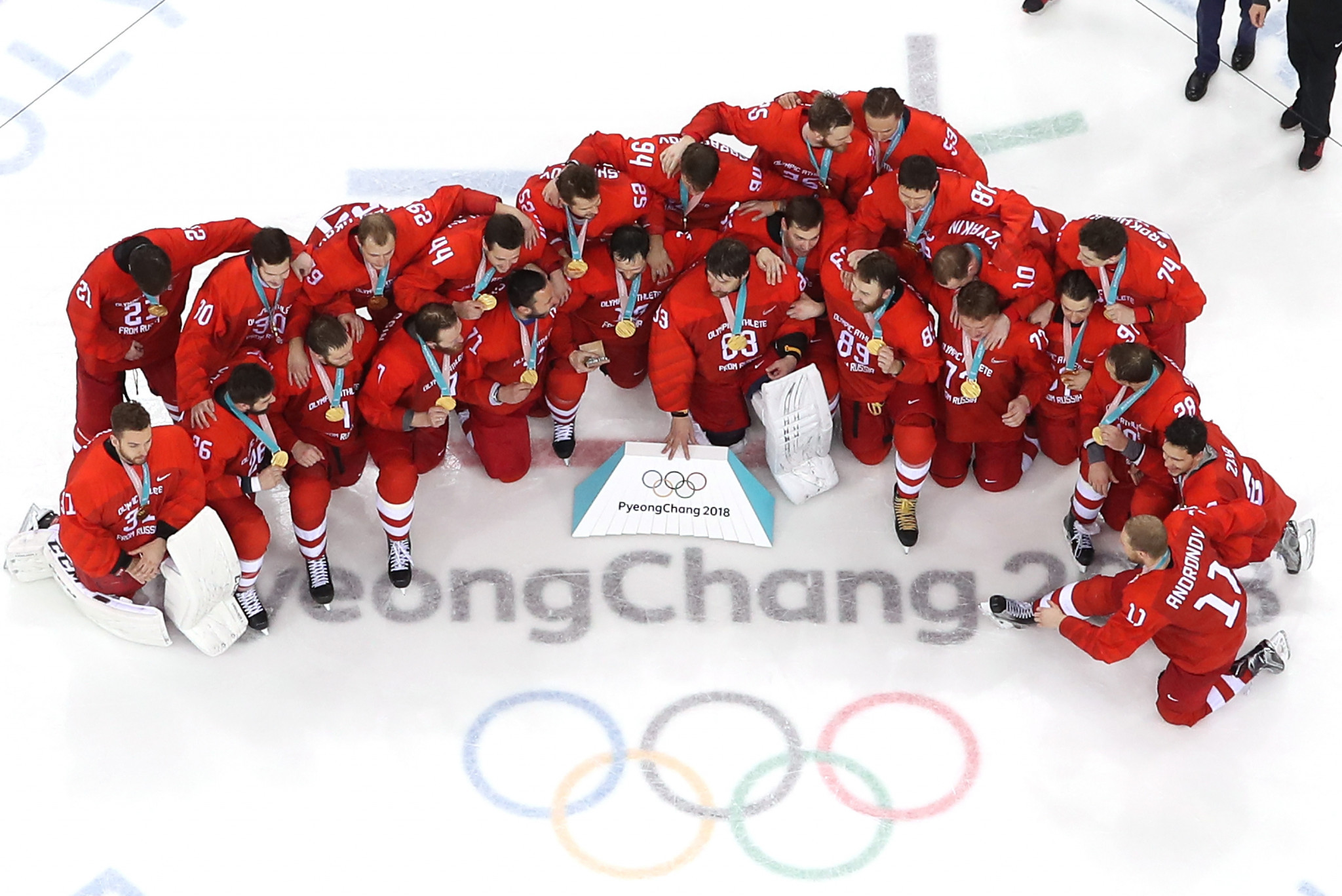 Players from the OAR celebrate their gold medal victory ©Getty Images