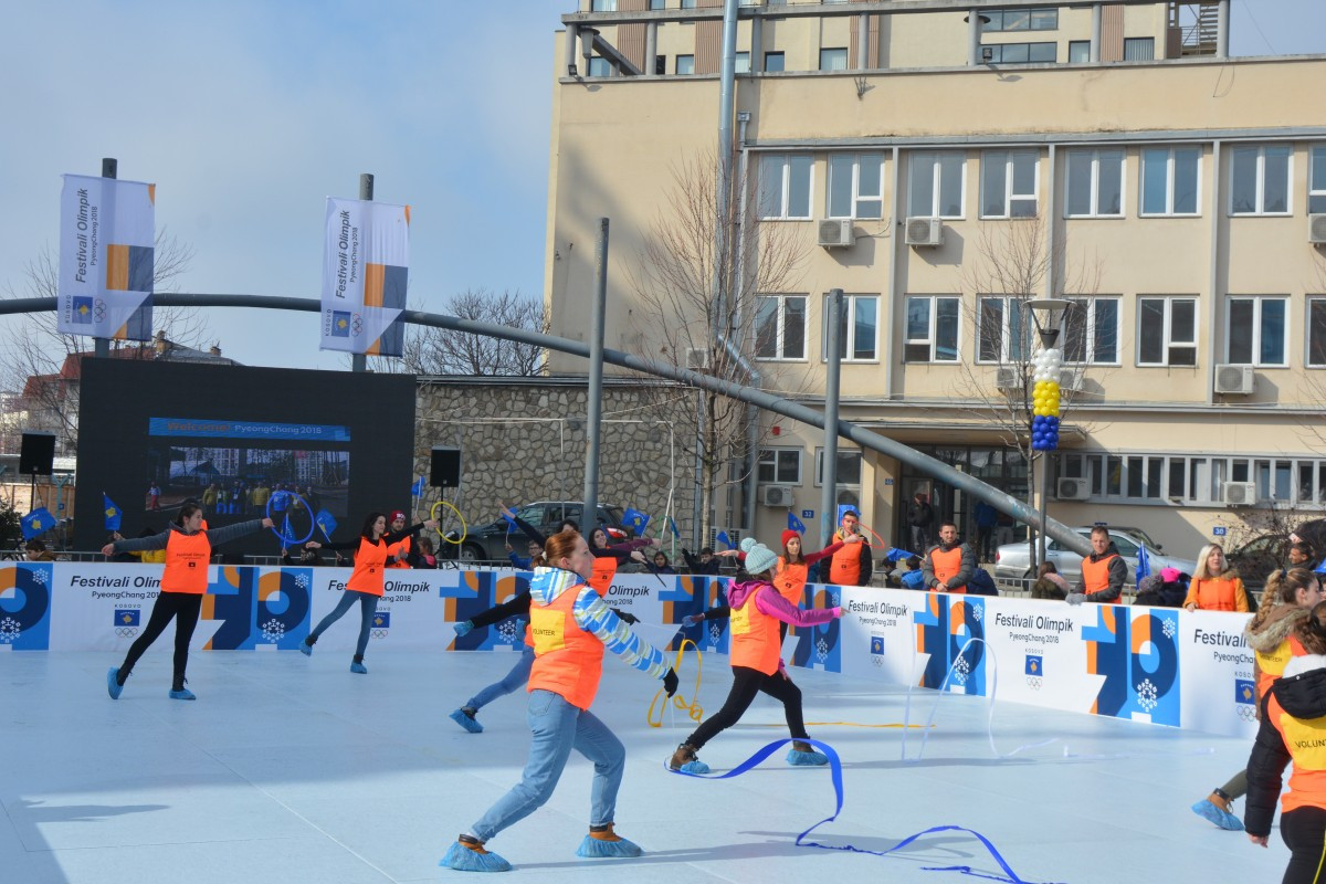 Children try out winter sports as part of the Olympic Festival held in Pristina in parallel to the Pyeongchang 2018 Winter Games ©UNKT