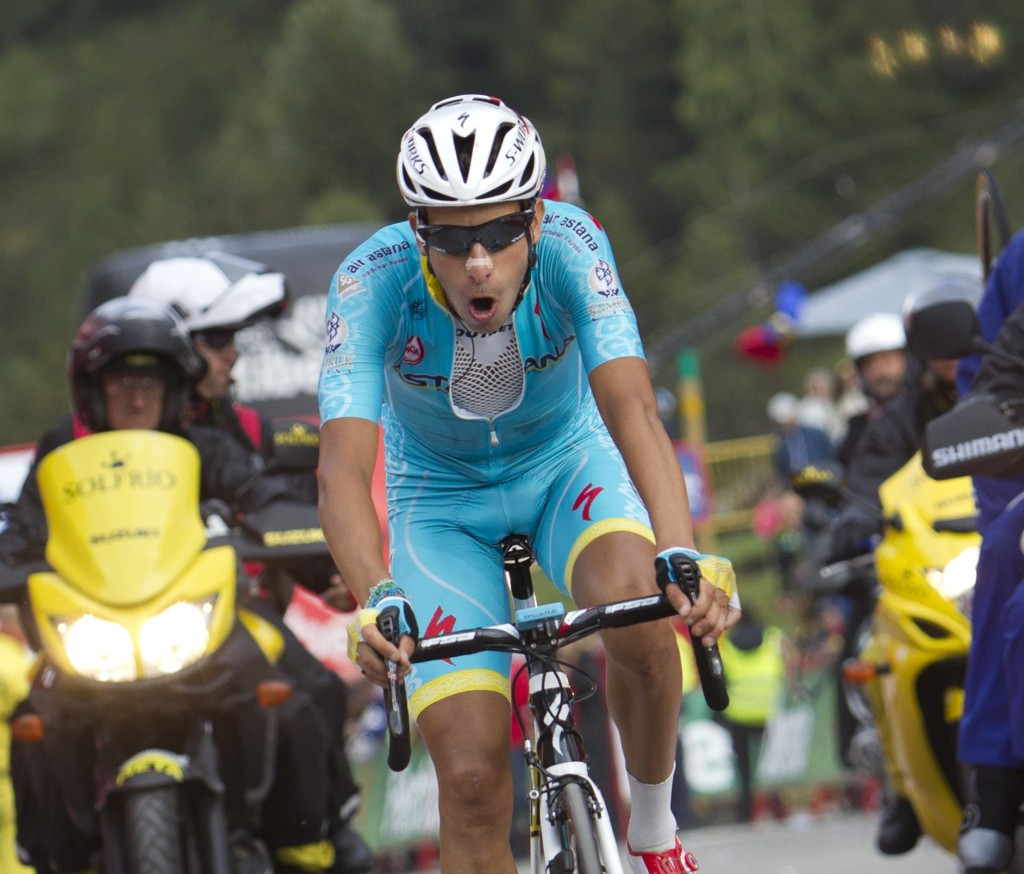 Froome crashes out of Vuelta a Espana contention on day of Astana success