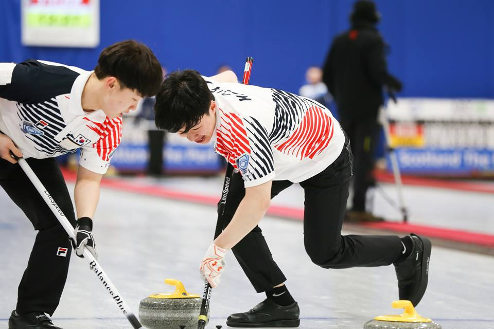Last year's winners South Korea begun the defence of their World Junior Curling Championships with a comfortable victory over Germany in their only match of the day ©WCF