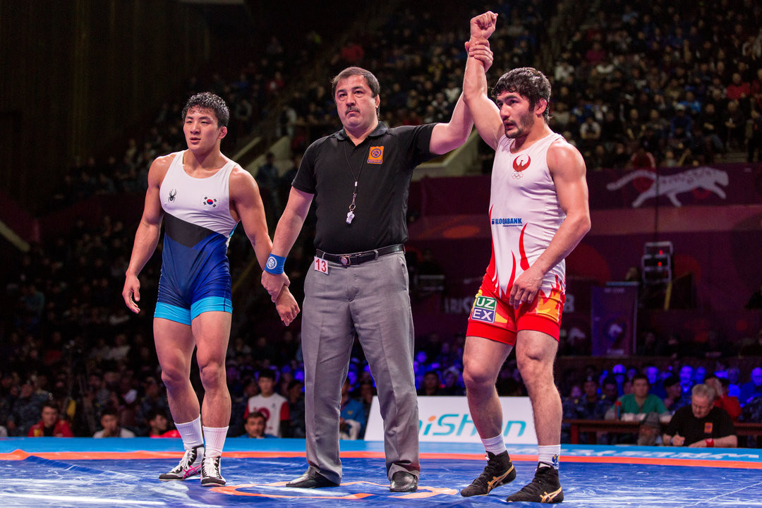 Uzbekistan's Ikhtyor Navrusov earned a 3-0 win in the 70kg final against South Korea's Lee Seungbong at the Asian Wrestling Championships in Bishkek in Kyrgyzstan ©UWW