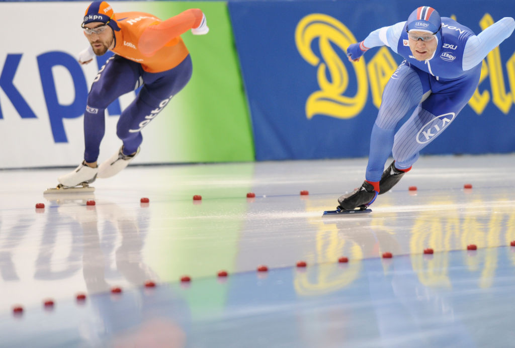 Norway's Håvard Holmefjord Lorentzen, right, en route to victory in the World Sprint Speed Skating Championships ©ISU