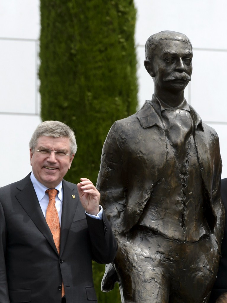 Thomas Bach at the  Pierre de Coubertin statue in Lausanne