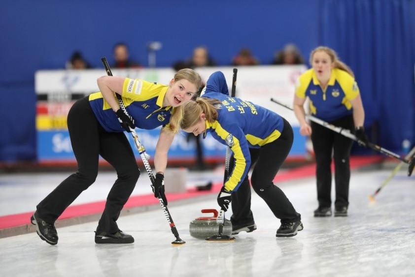 Defending women's champions Sweden recorded their sixth straight victory to preserve their unbeaten record ©WCF