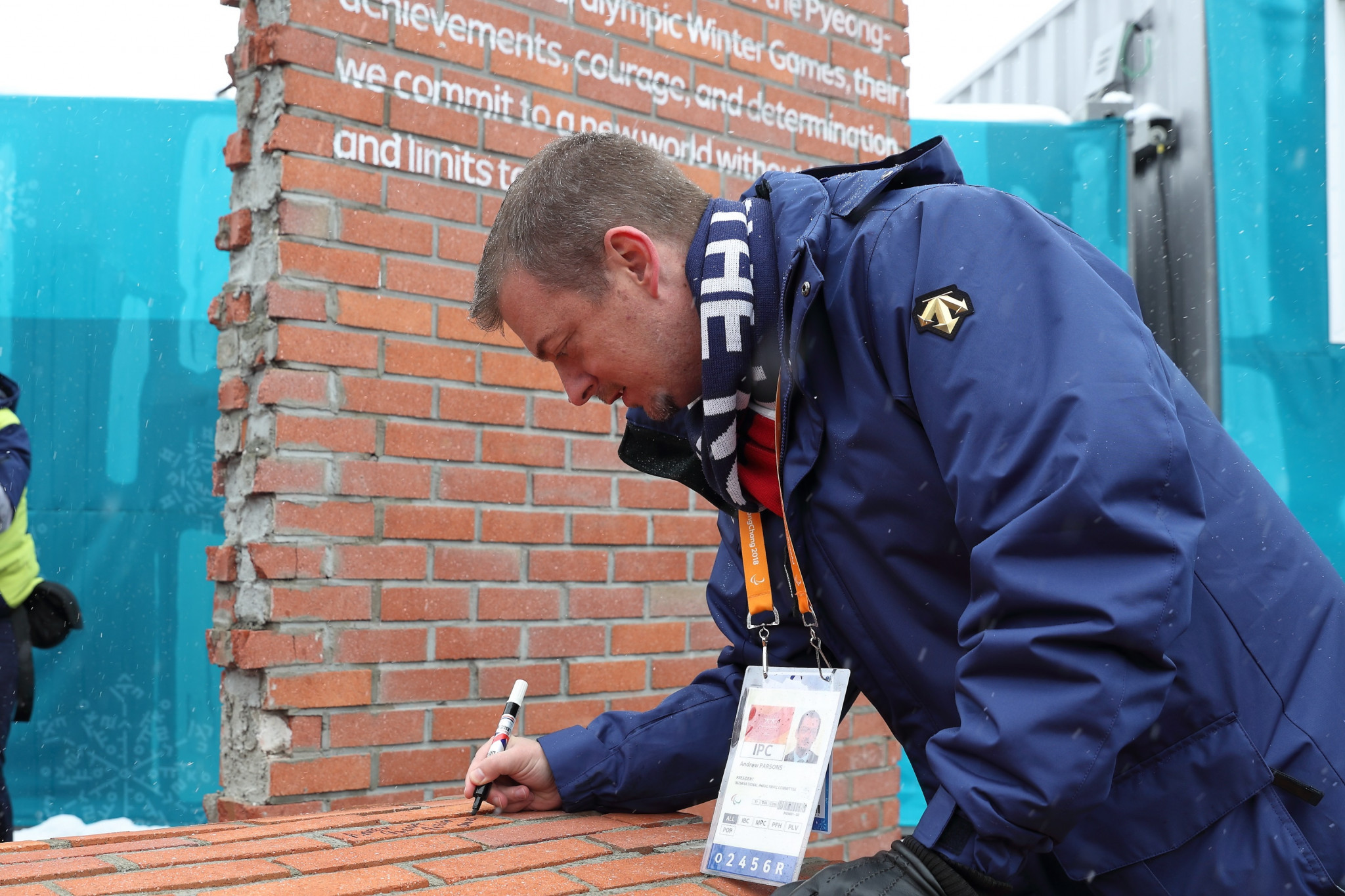 IPC President Andrew Parsons signed the Pyeongchang 2018 Paralympic Mural ©Pyeongchang 2018