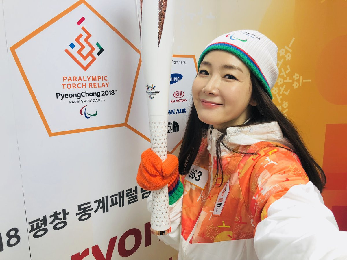 South Korean actress Choi Ji-woo helped carry the flame in Gangneung City Hall ©Pyeongchang 2018